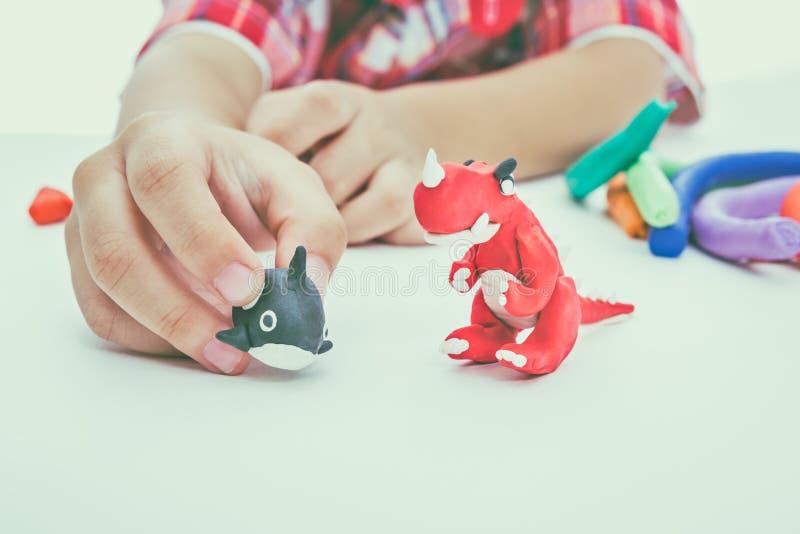 Глина модели прессформы ребенка, на белой предпосылке Усильте im стоковые изображения rf