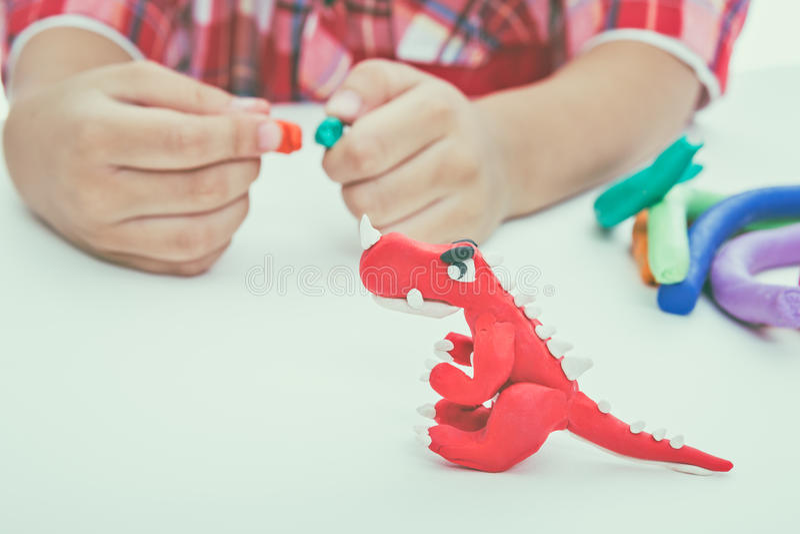 Глина модели прессформы ребенка, на белой предпосылке Усильте im стоковое фото rf
