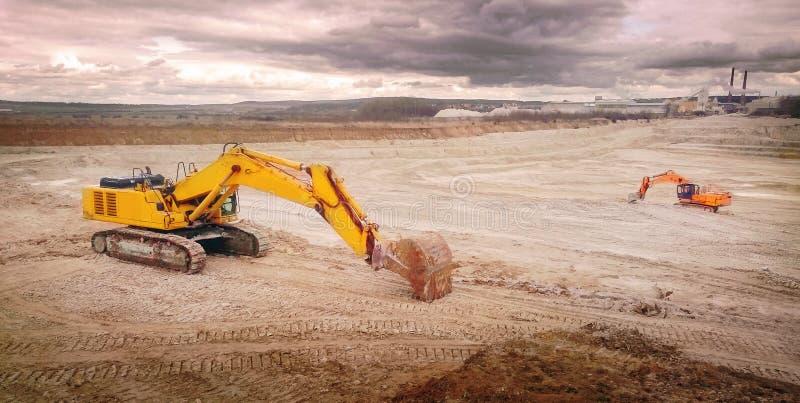 Глина открытая - шахта бросания стоковые изображения rf