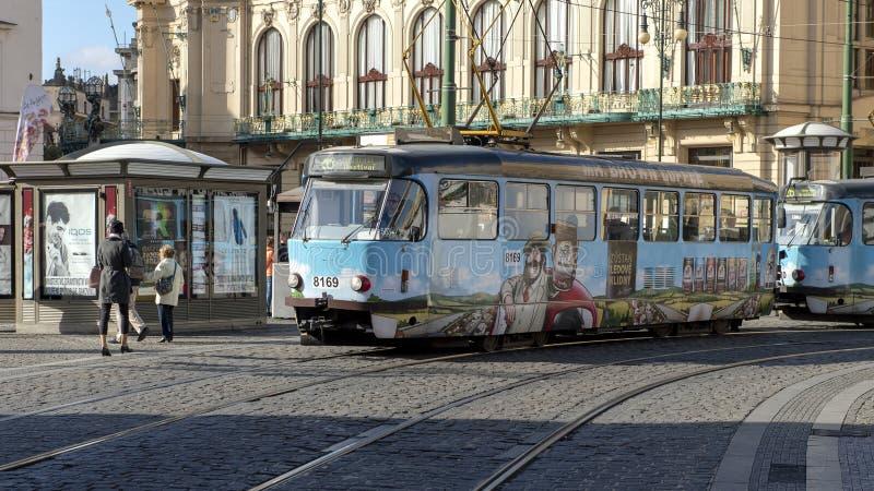 Г-н трамвая 26 рекламируя Кофе Брауна, Прага, чехия стоковые изображения rf