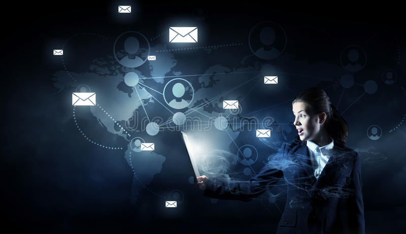 Download Глобальная концепция беспроводной связи Мультимедиа Стоковое Изображение - изображение насчитывающей техник, компьютер: 81808643