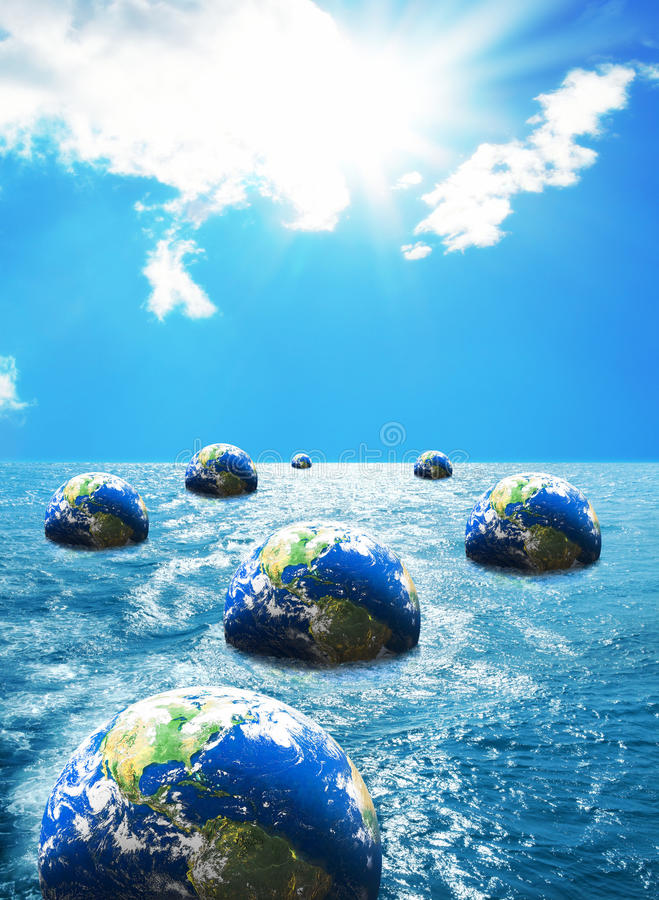 Глобус плавая на море стоковое фото