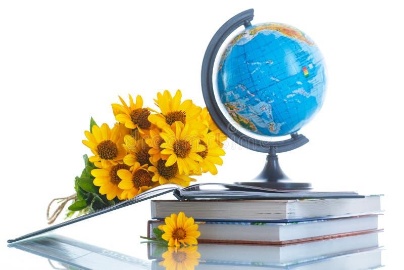 картинки с цветами и глобусом и книгой вербное