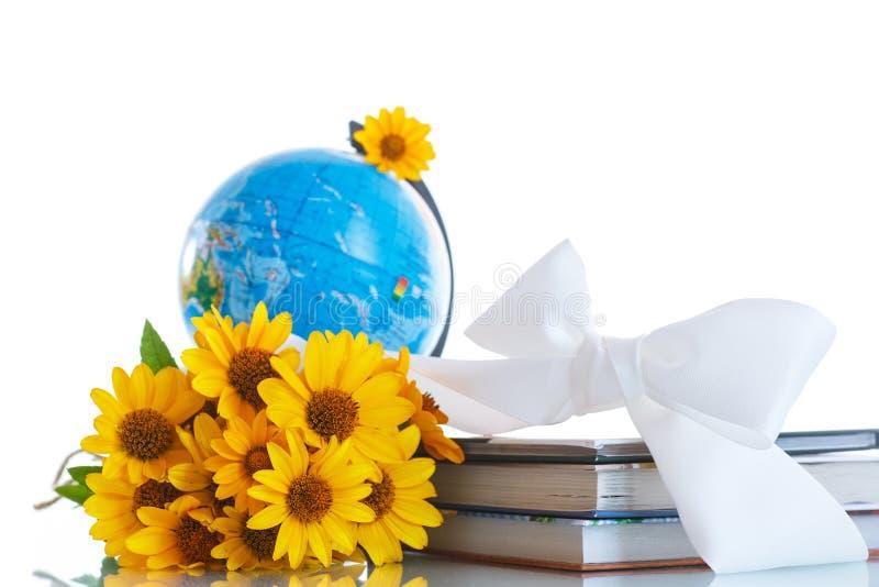 Картинки с цветами и глобусом и книгой следует помнить