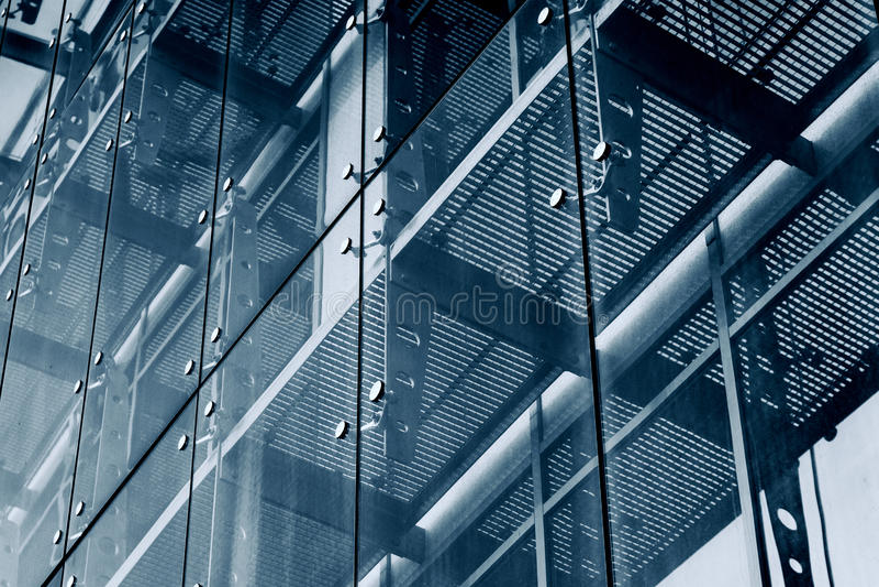 глубинная вытяжка компаса предпосылки зодчества голубая сверх Стеклянная система фасада стоковое фото