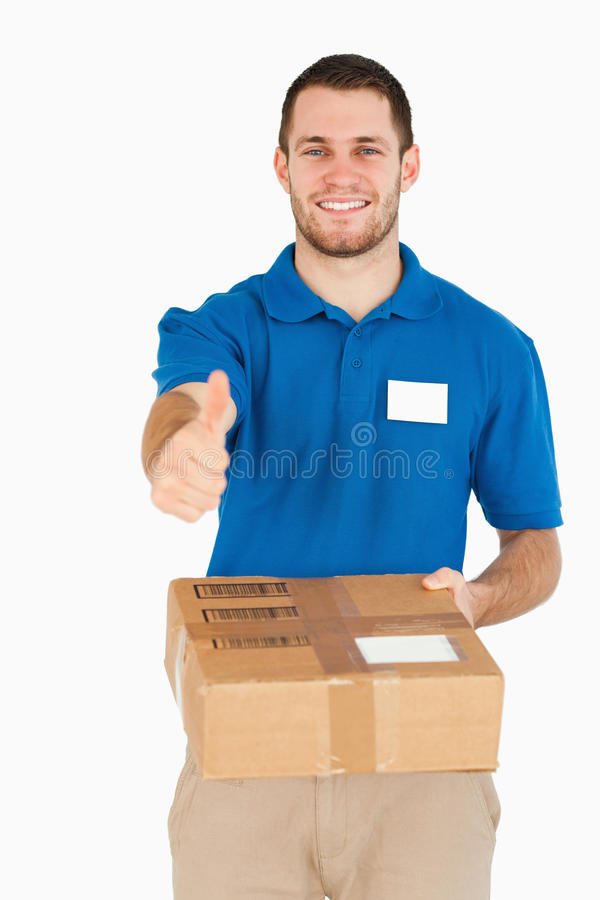 давать большой пец руки продавеца пакета ся вверх по детенышам стоковое изображение