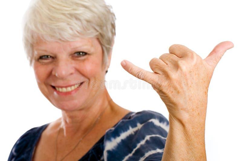 давать женщину знака hang свободно возмужалую стоковые изображения rf