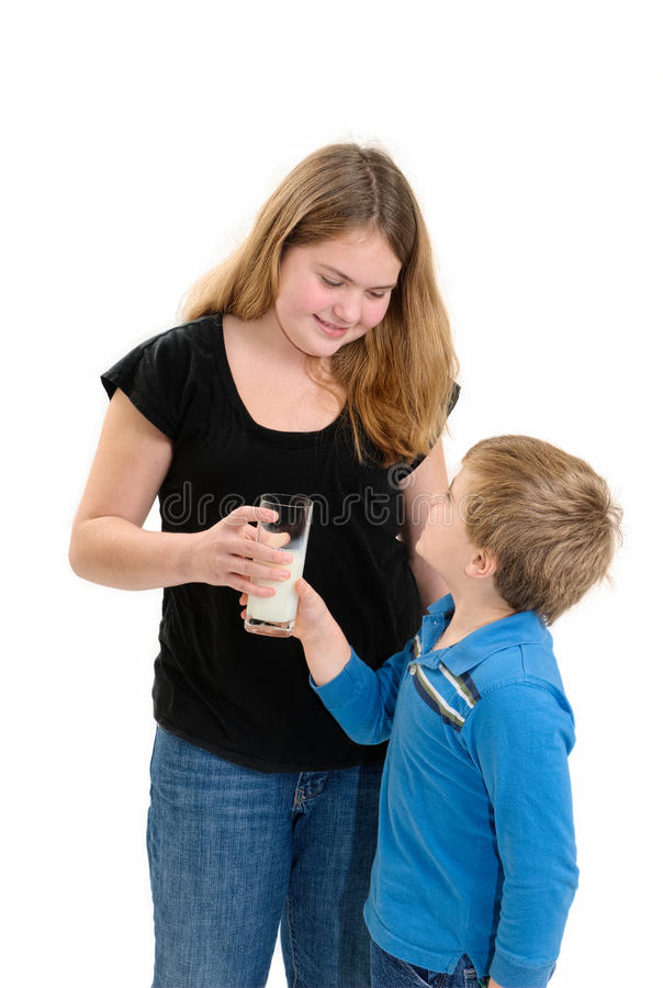 Давать молоко ребенка стоковые изображения rf