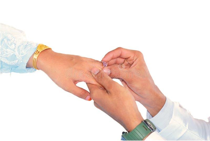 Давать обручального кольца стоковая фотография rf