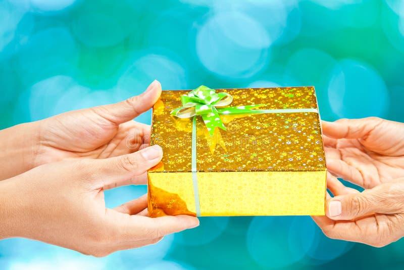 Давать подарка стоковое фото rf