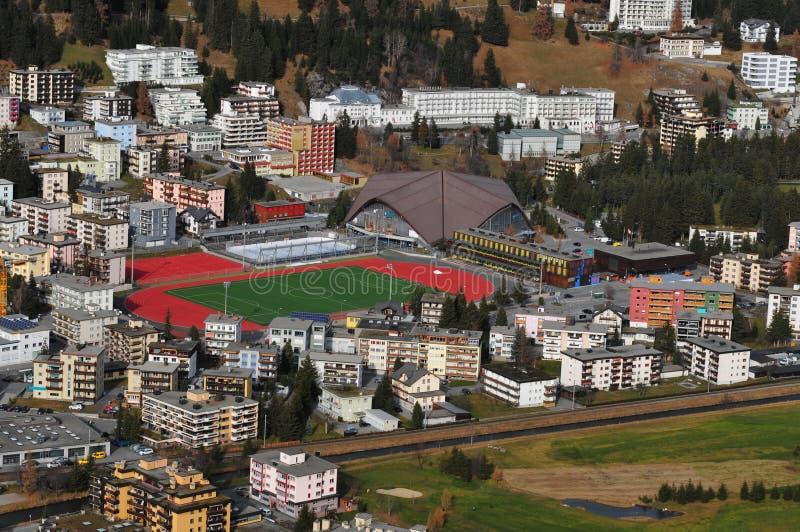 Давос, sportcenter для футбола; хоккей и туристское informat стоковые фото