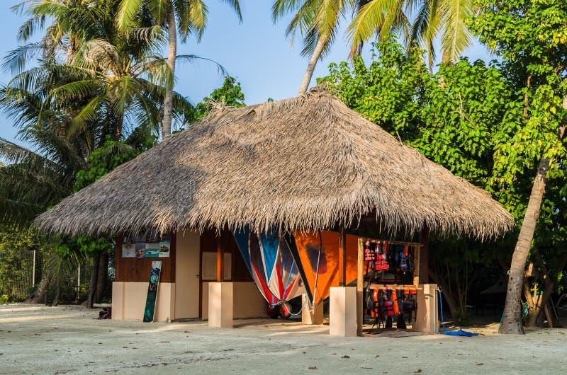 Дайвинг-клуб в национальном стиле Мальдивы, Индийский океан, атолл Kaafu, остров Kuda Huraa стоковое фото
