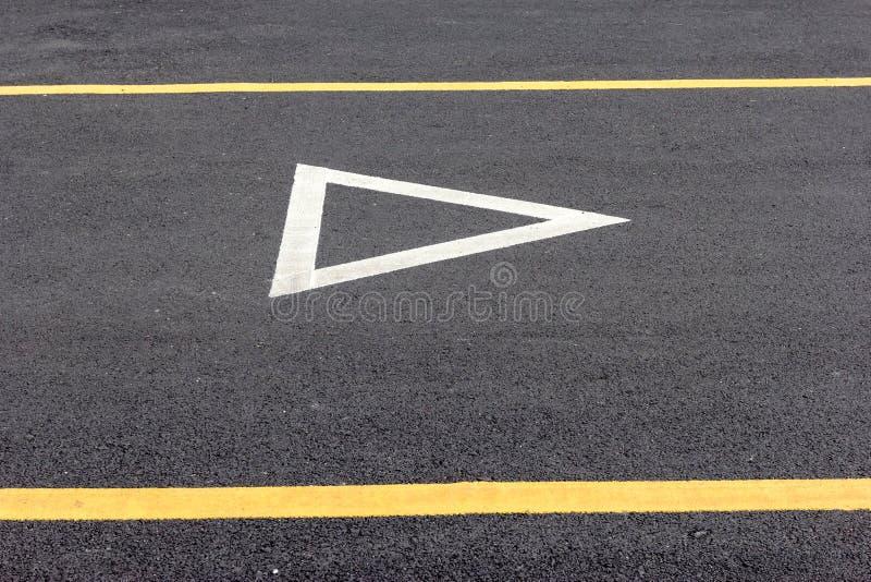 Дайте знак пути на дороге асфальта стоковое фото