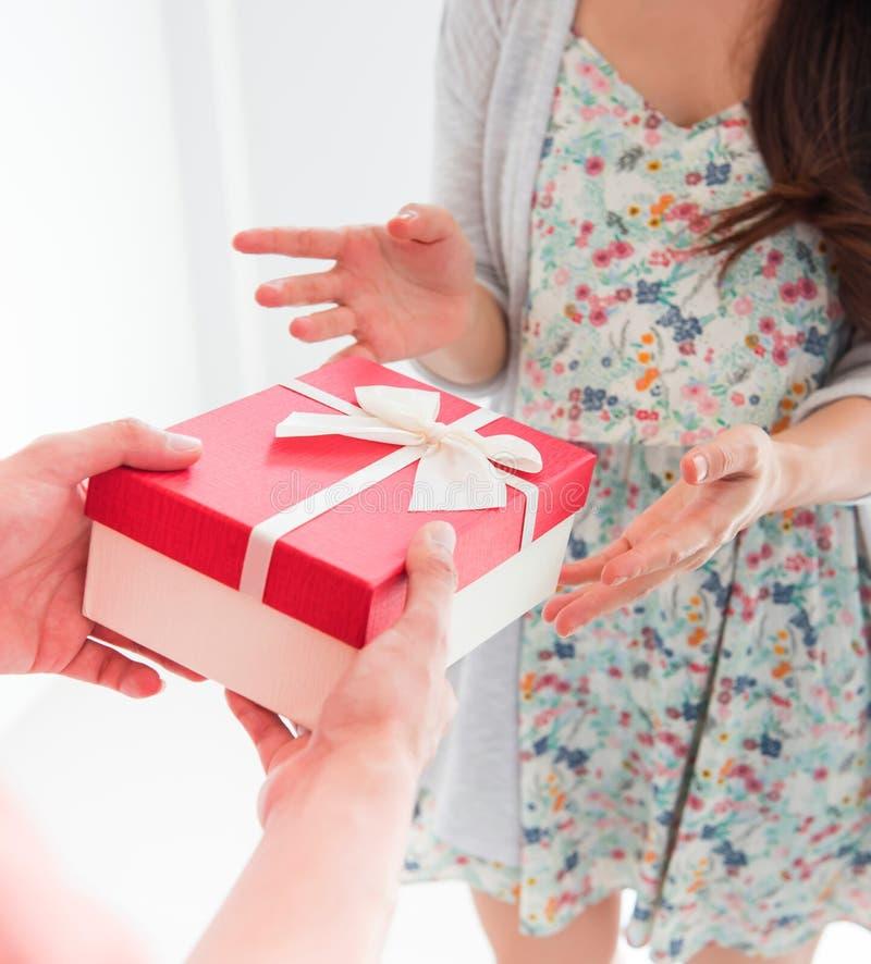 Дайте настоящий момент на день Valetine стоковые фотографии rf