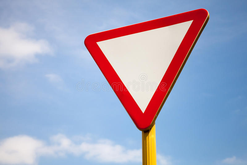 Дайте дорожный знак пути над небом стоковые фотографии rf