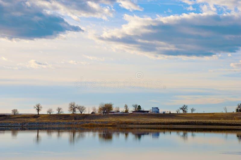 далекий берег озера стоковая фотография rf