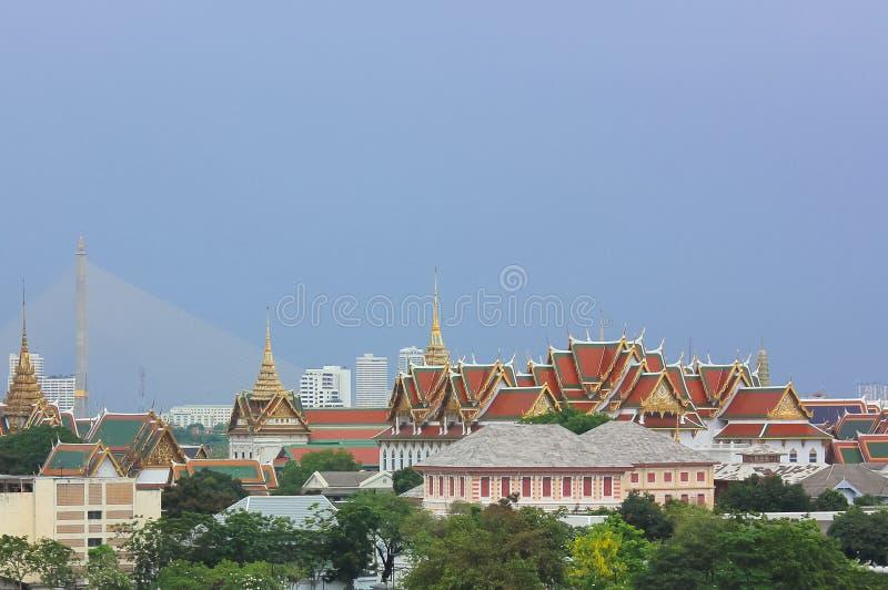 Далекий взгляд большого дворца в Бангкоке, Таиланде стоковая фотография