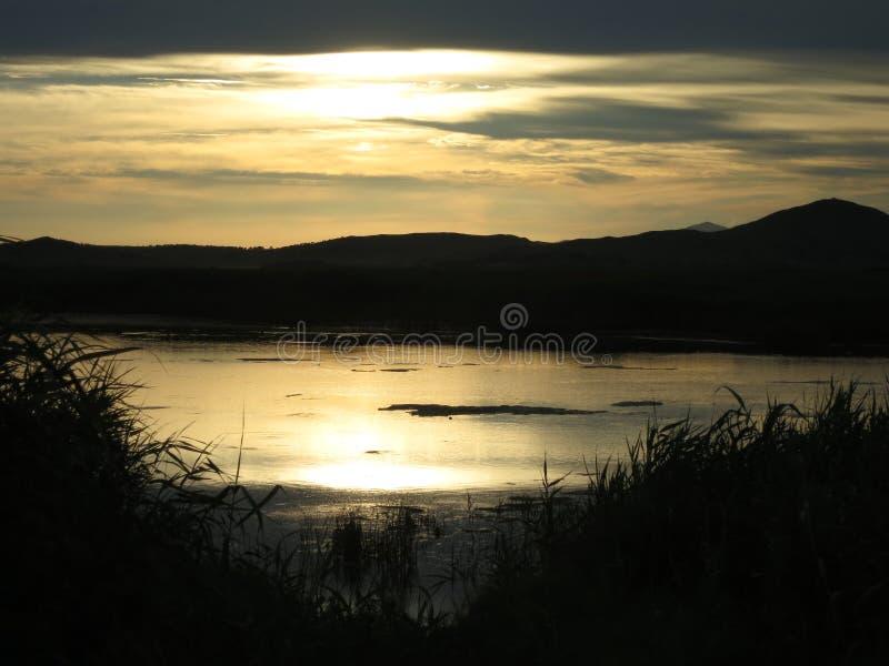 Дальний восток России, Primorsky Krai, вертела Nazimov Заход солнца на заливе стоковые изображения