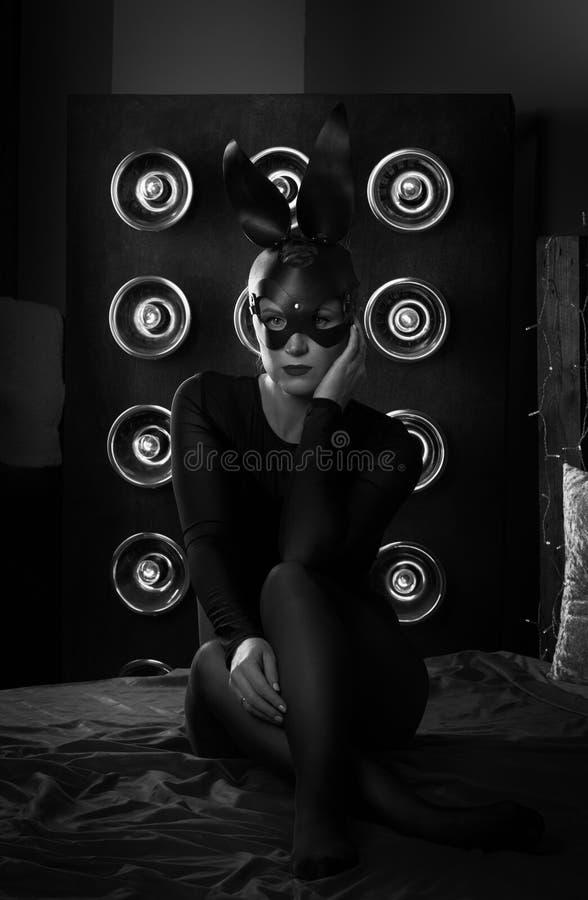Дама в кожаной маске стоковые изображения