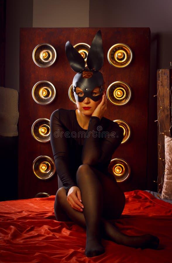 Дама в кожаной маске стоковое изображение