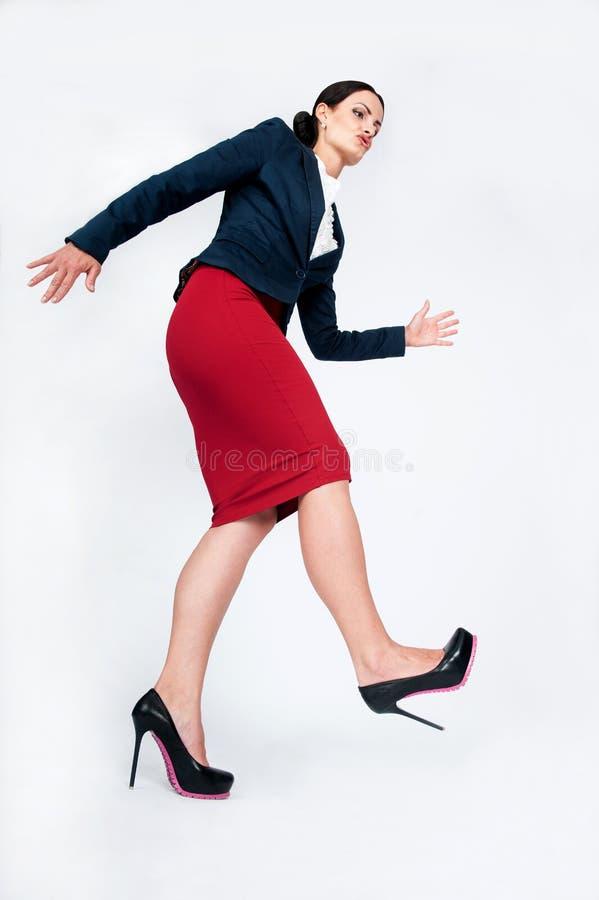 Дама дела идет целевая походка стоковая фотография rf