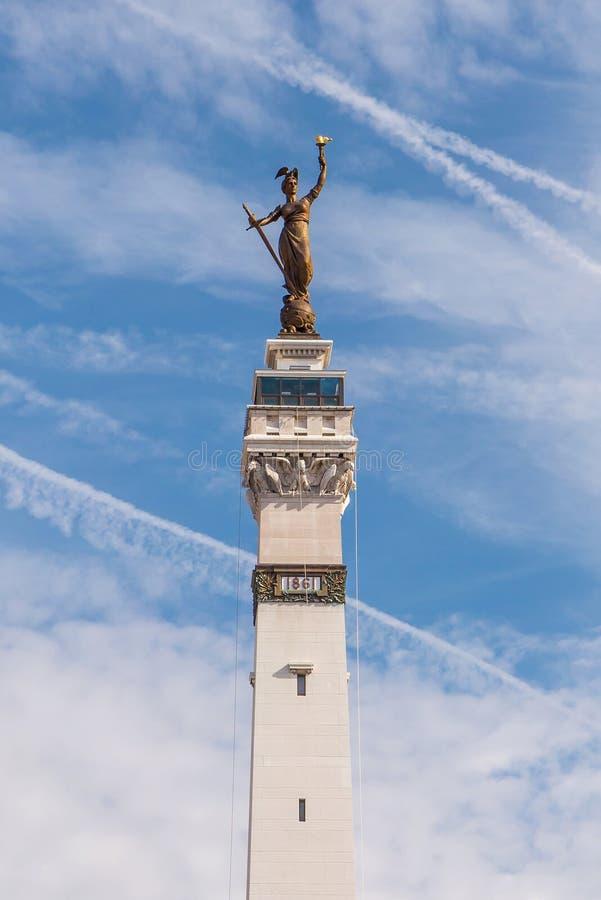 Дама Победа Статуя на круге памятника стоковое изображение rf
