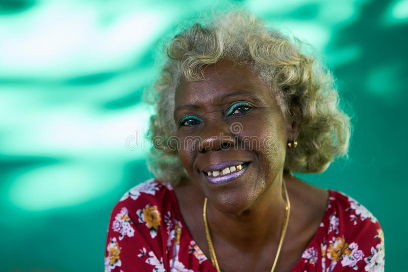 Дама Laughing реальной женщины портрета людей смешной пожилой испанская стоковые изображения rf