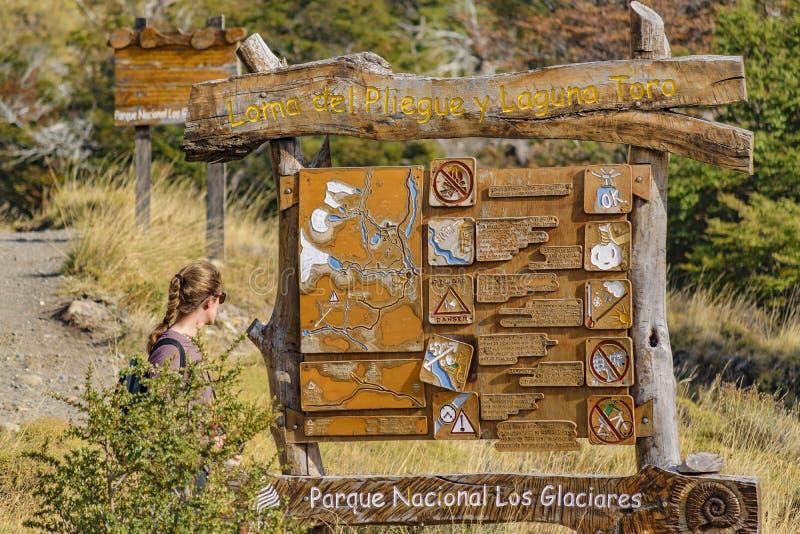 Данные по дороги Treeking El Chalten - Аргентина стоковое фото rf