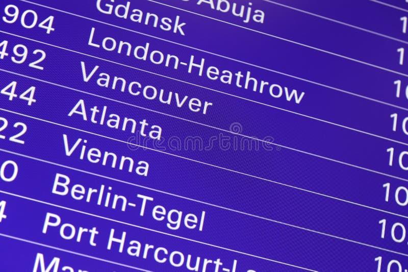 Данные по доски отклонений полета авиапорта стоковые изображения rf
