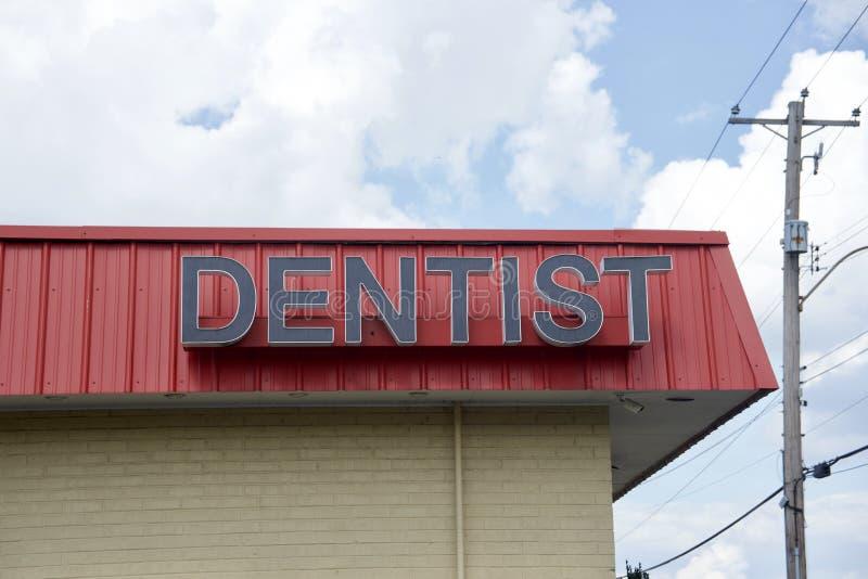 Дантист и зубоврачебный офис обработки стоковое фото