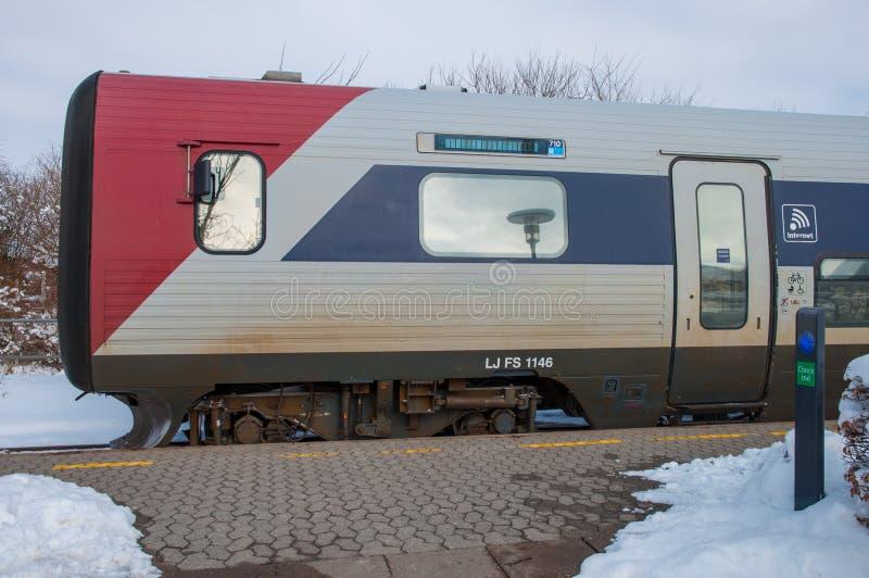 Датский поезд IC2 на вокзале Sollested стоковое фото rf