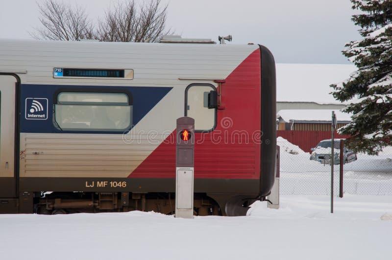 Датский поезд IC2 на вокзале Sollested стоковая фотография rf