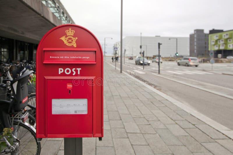 Датский почтовый ящик на улице Копенгагена стоковые изображения
