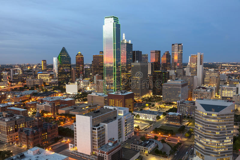 Даллас городской на ноче стоковая фотография rf