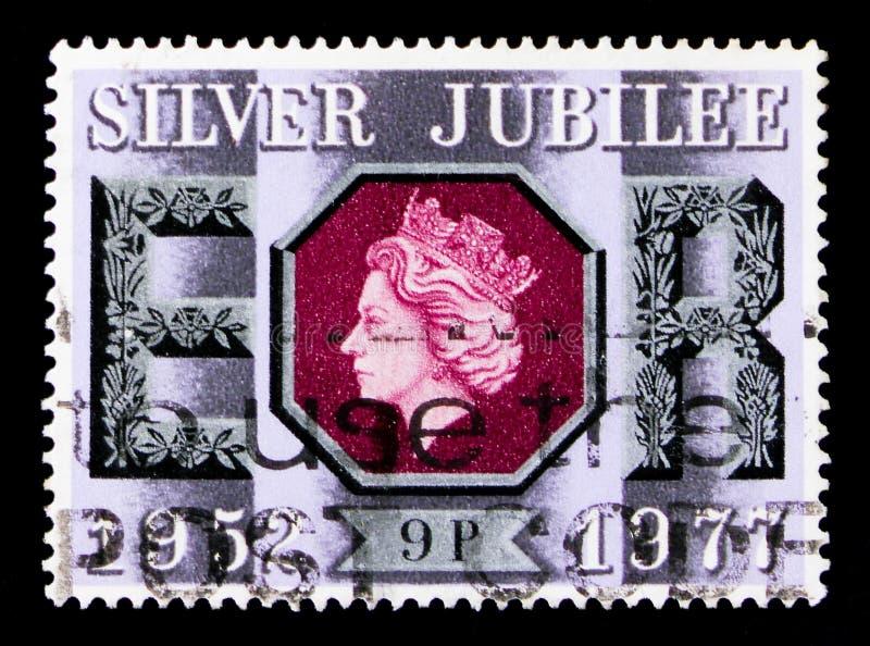 Двадцатипятилетний юбилей - 9 пенни, двадцатипятилетний юбилей serie ферзя Элизабета II, около 1977 стоковая фотография
