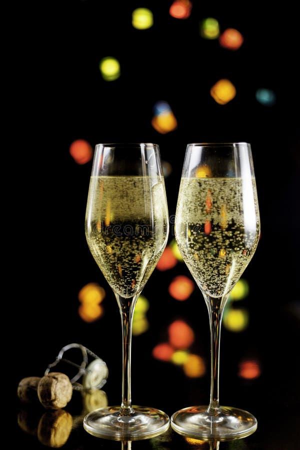 Два бокала шампанского и пробка для пробки стоковое фото rf