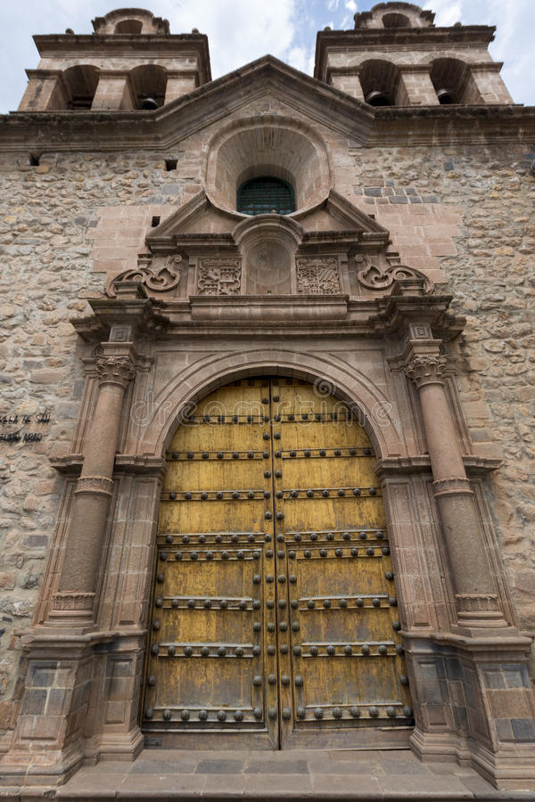 Двери исторического Iglesia de Ла Compania, Cusco Перу стоковое фото