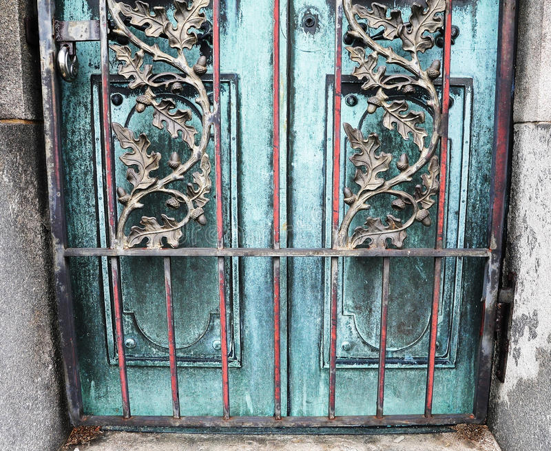 Двери крипты стоковые фотографии rf