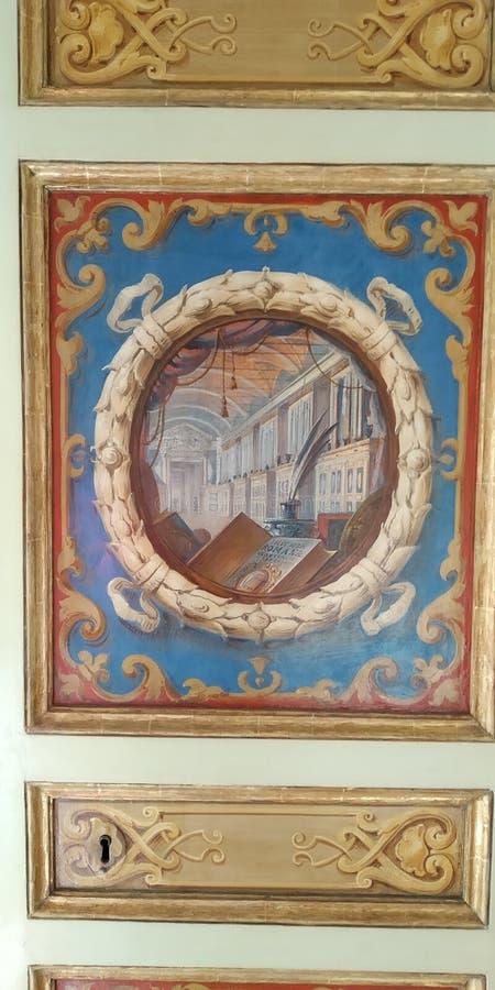Двери кухонного шкафа на музее Ватикана, Риме, Италии стоковое фото rf