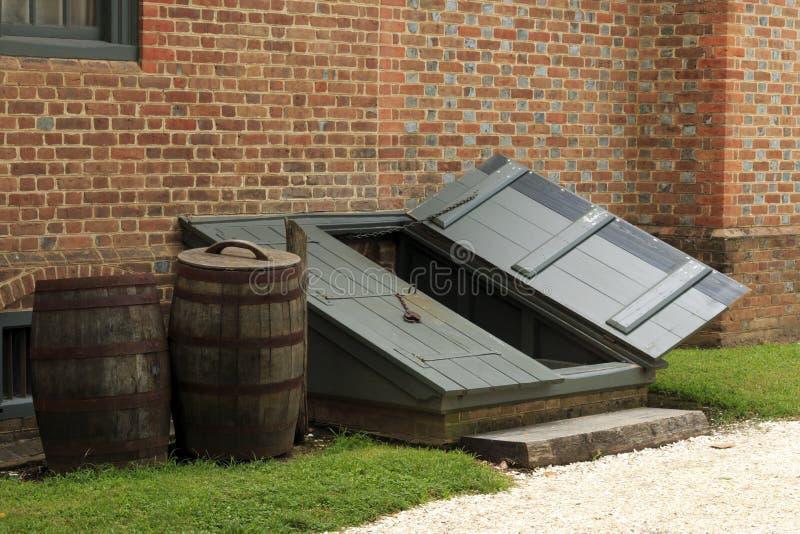 Двери погреба шторма стоковые изображения rf