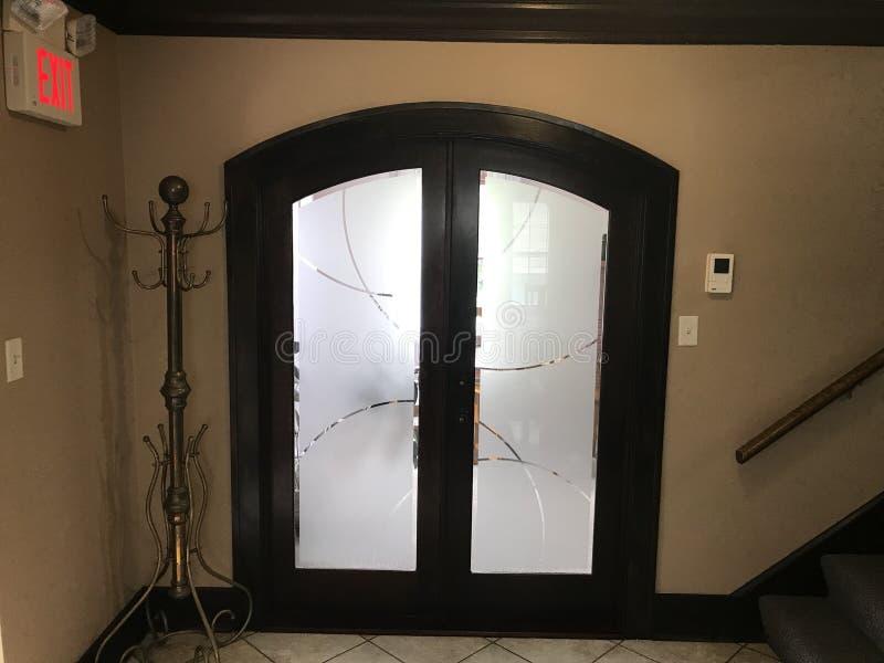 Двери салона стоковое фото rf