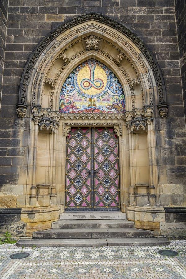 Двери церков Святых Питера и Пола в Visegrad стоковые изображения
