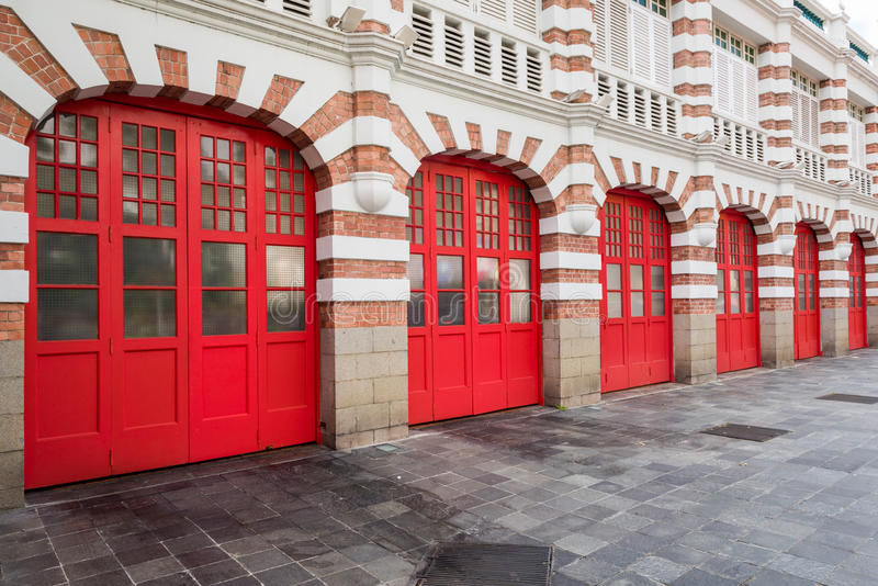 Двери firestation кирпича стоковое фото