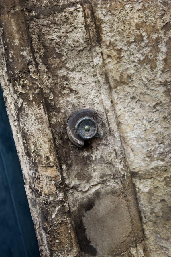 Дверной звонок на фасаде стоковые изображения rf