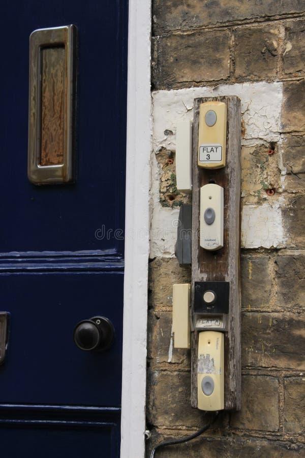 Дверные звонки дома студентов в Кембридже стоковые изображения rf
