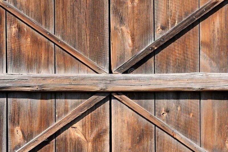 дверь амбара старая стоковая фотография