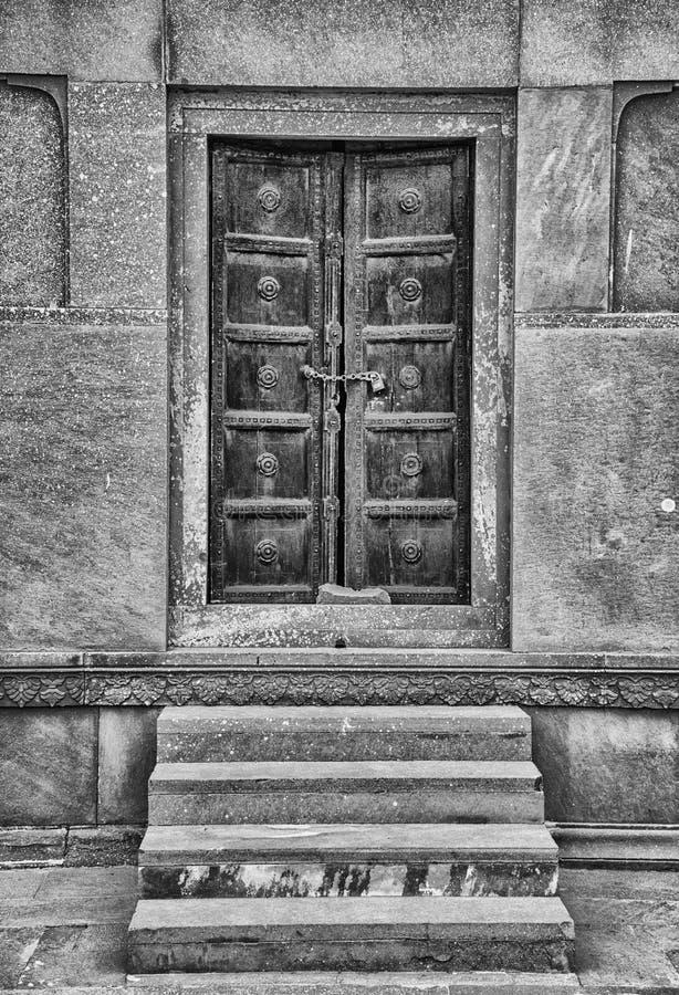Дверь внутри мечети Лахора Пакистана badshahi стоковое фото rf