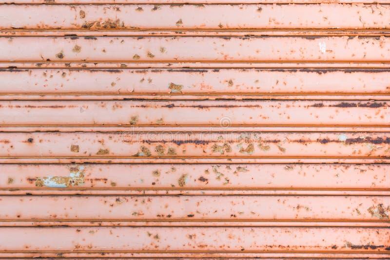 Дверь гаража с ржавым стоковое фото rf