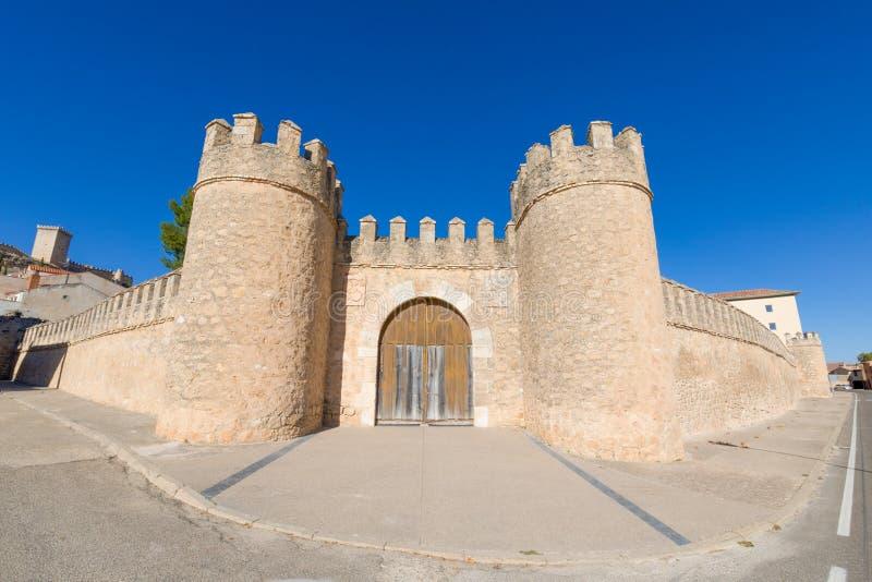 Дверь древней стены в деревне Penaranda de Duero стоковое фото rf