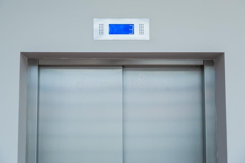 Дверь лифта стоковое фото